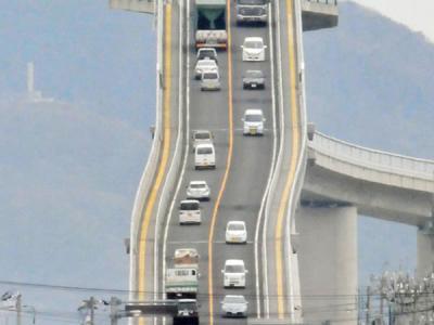 日本江岛大桥因坡度过于陡峭成旅游新热点