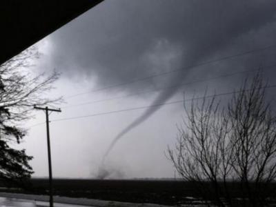 美国中西部、南部地区遭飓风侵袭