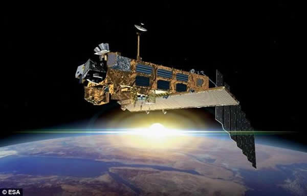 """图中是Envisat人造卫星,现已成为""""退休卫星"""",它在太空轨道形成巨大的安全隐患。"""