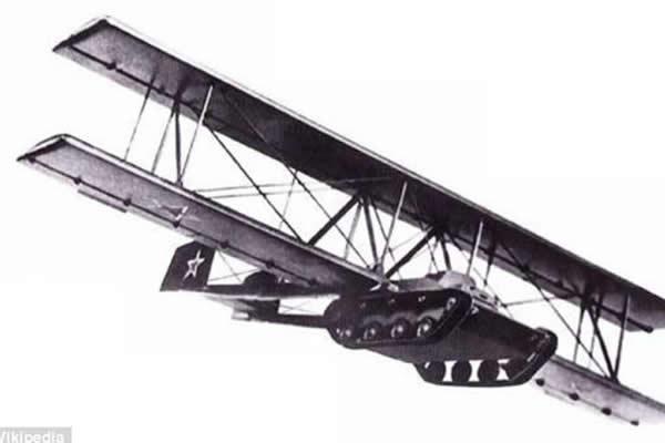 二战时期工程师设计的飞行坦克车
