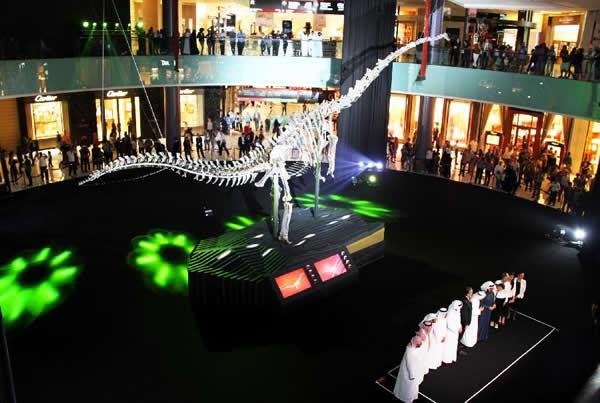 """巨型恐龙骨骼化石""""入住""""阿联酋迪拜购物中心"""