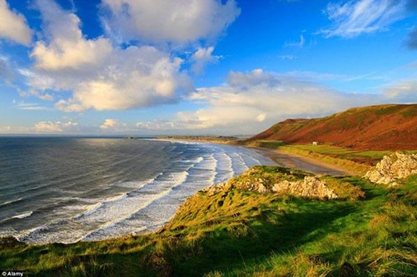 英国威尔士的若西莉海湾(Rhossili Bay)被评为英国最美沙滩
