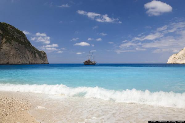 """希腊著名海滩""""沉船滩""""(Navagio)风景这边独好"""