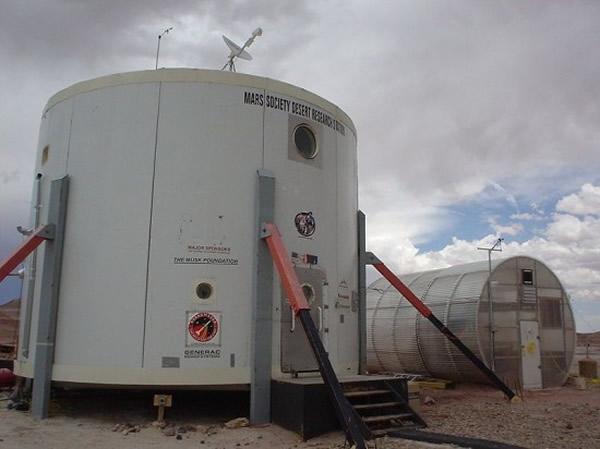 """美国犹他州来自火星学会的专家正在""""火星沙漠研究基地""""进行火星生存体验"""