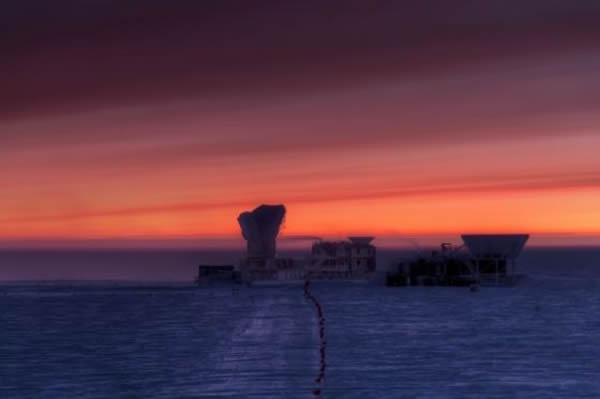 南极的日出,BICEP团队的望远镜便是在这里不间断地采集数据