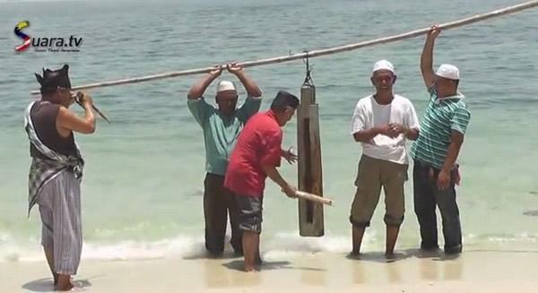 到马六甲海峡作法要让马航MH370乘客尸体浮