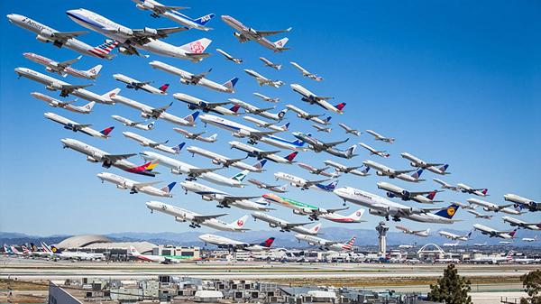 """百架飞机""""齐起飞""""奇景"""