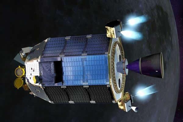 美国月球大气和尘埃环境资源探测器(LADEE)正降低高度准备撞击月球表面