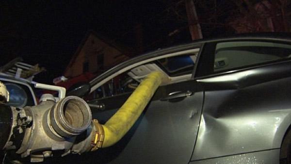 意思BMW乱停在消防栓前美国消防队员砸破车cad全新是什么增量图纸图片