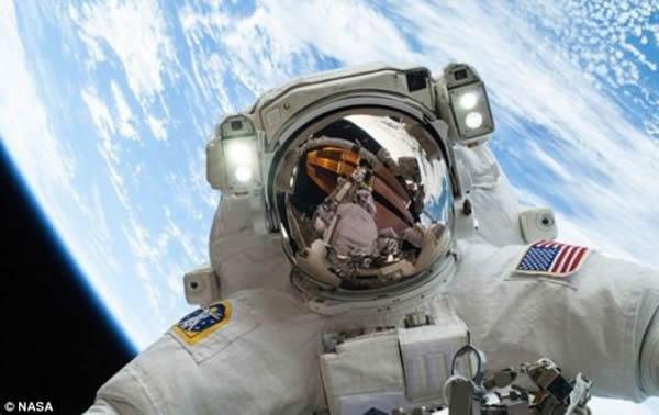 逃生计划:目前当国际空间站上的宇航员遇到医疗紧急情况时,可以借助逃生舱在几个小时内返回地球