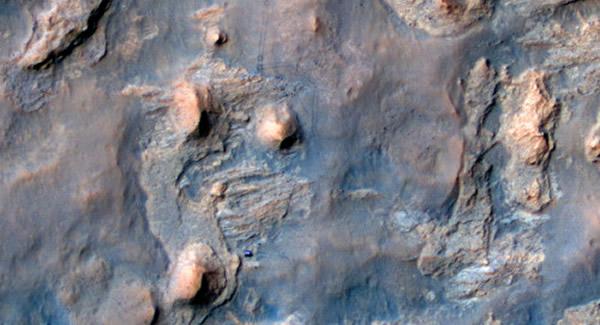 "NASA公布的图片,显示""好奇""号正在对一个小山峰进行探测。"