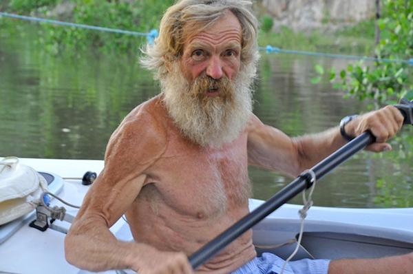 波兰67岁退休男子声称完成6个月独自划独木舟横渡大西洋壮举