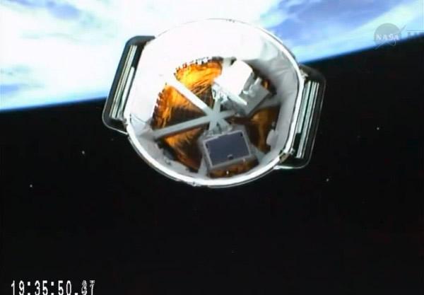 龙太空舱与第2节火箭分离进入轨道