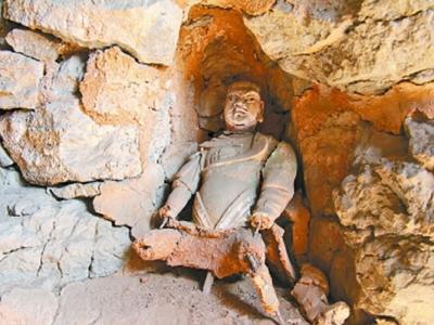 山西省阳曲县红峗山古代石洞中发现至少凿刻于明代之前的千佛造像