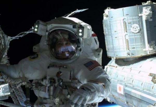 国际太空站所处高度,仍然受地球磁场保护,故当中的太空人可免受太空辐射影响。