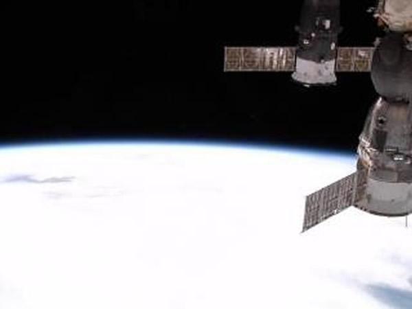 国际空间站用普通相机拍摄地球画面
