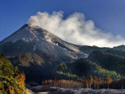 印尼默拉皮(MERAPI)火山