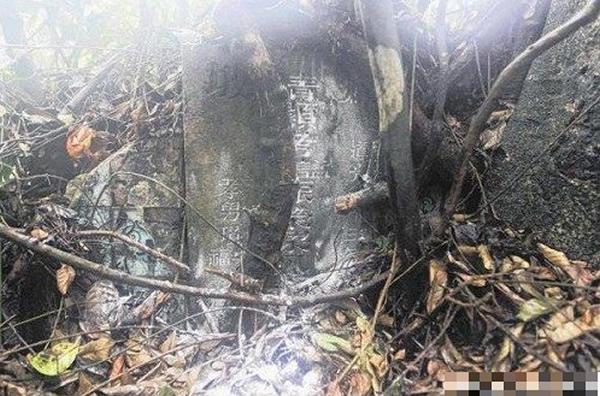 梁壬癸的迁葬墓位于武吉布朗坟场深处
