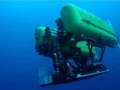 """世界最强潜艇""""涅柔斯""""因无法承受克玛德克海沟9900米深巨大压力爆炸解体"""