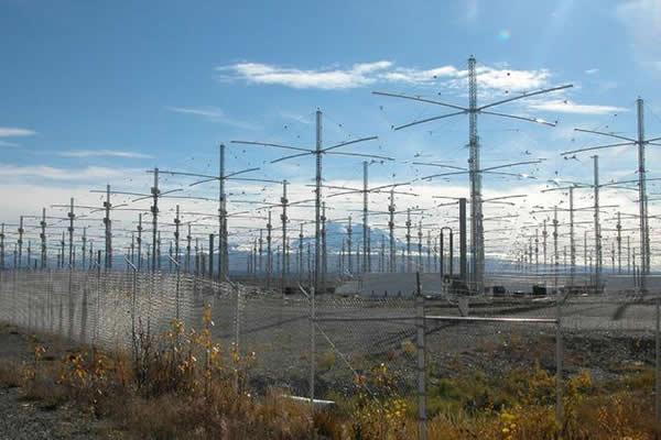 """美国空军开展一项名为""""高频主动极光研究项目""""的气象武器研究"""