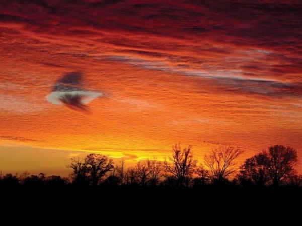 十大怪异天气现象:像UFO一样的幡状云