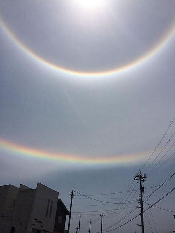 日本石川县上空惊现颠倒双重彩虹