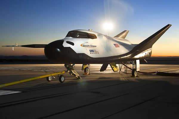 """内华达山脉公司的""""追梦者""""方案更加迷人,可搭载7名宇航员"""