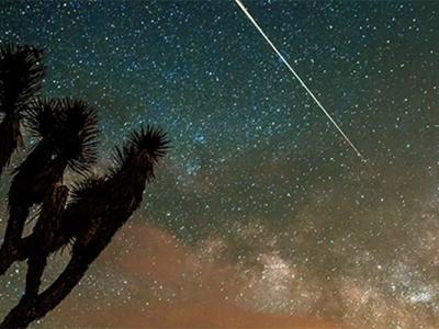 Photographer Captures Vaporizing Camelopardalid Meteor