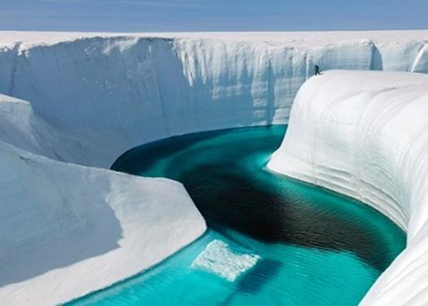 雷达探测格陵兰的冰盖下层发现一块超巨型冰块