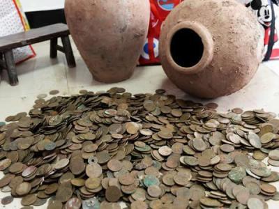 四川古蔺工地挖出12000枚古币
