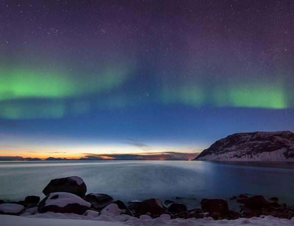 令人惊叹的北极光(作者:Rune Johan Engeboe)