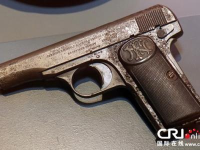 奥地利维也纳战争历史博物馆展出斐迪南大公遇刺时刺客所用的手枪