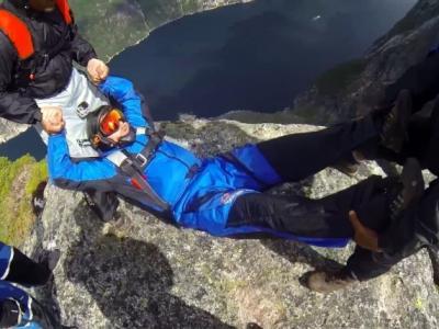 挪威一批定点跳伞爱好者作另类挑战