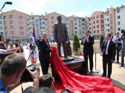 萨拉热窝为100年前刺杀奥匈帝国王储的塞尔维亚族青年普林西普树立塑像