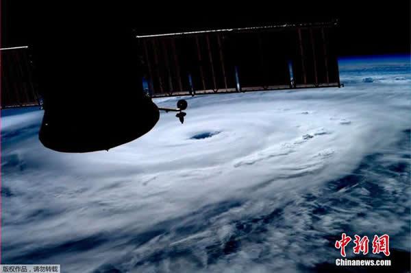 """国际空间站发布飓风""""亚瑟""""的太空图片"""