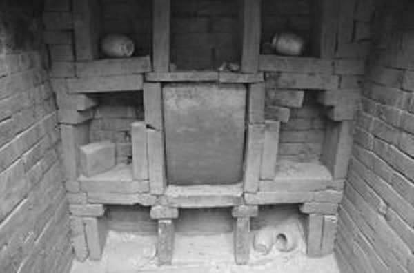 胡夫人墓穴壁龛