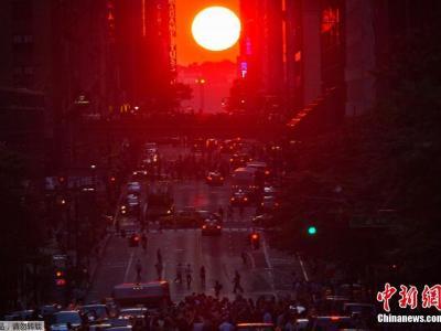 """7月11日美国纽约曼哈顿再现""""曼哈顿悬日""""景观"""