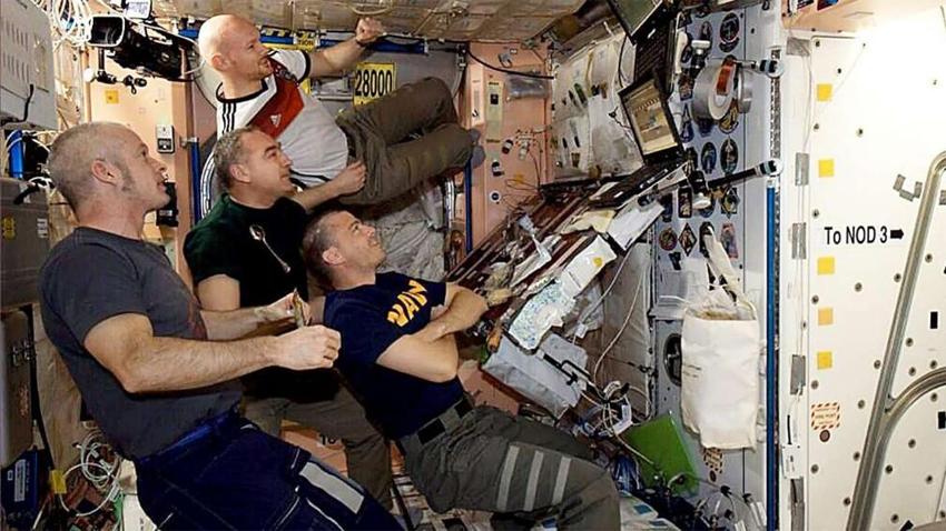 宇航员们在国际空间站观看世界杯决赛
