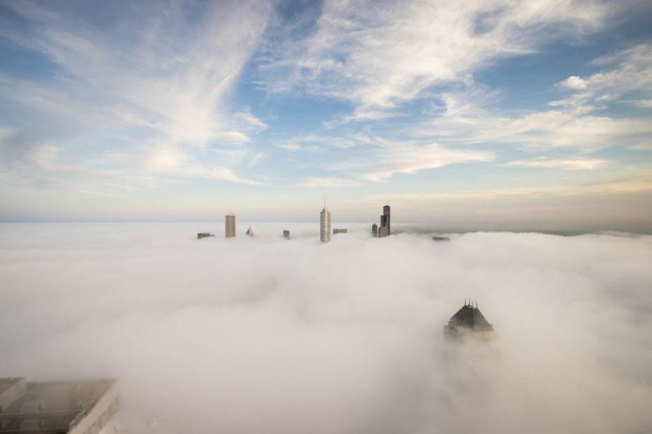 美国业余摄影师拍摄一组大雾笼罩芝加哥摩天大楼的照片