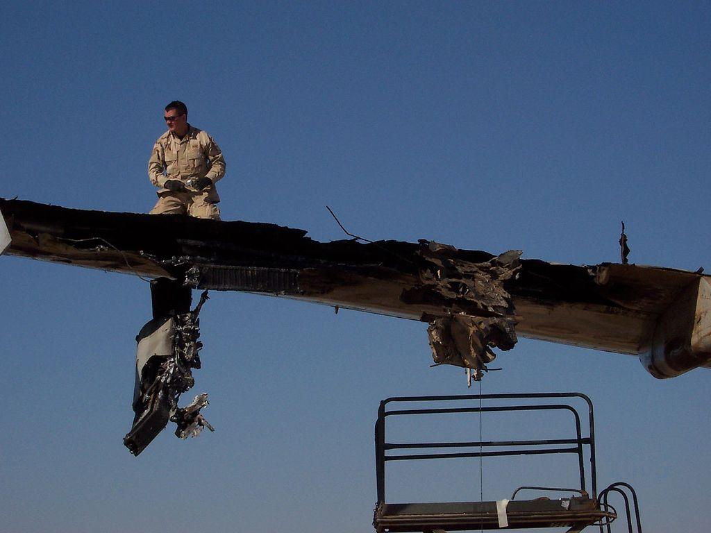 2003年11月22,巴格达一架DHL货运飞机的机翼被地对空导弹打中,所幸迫降成功,没有人死亡。