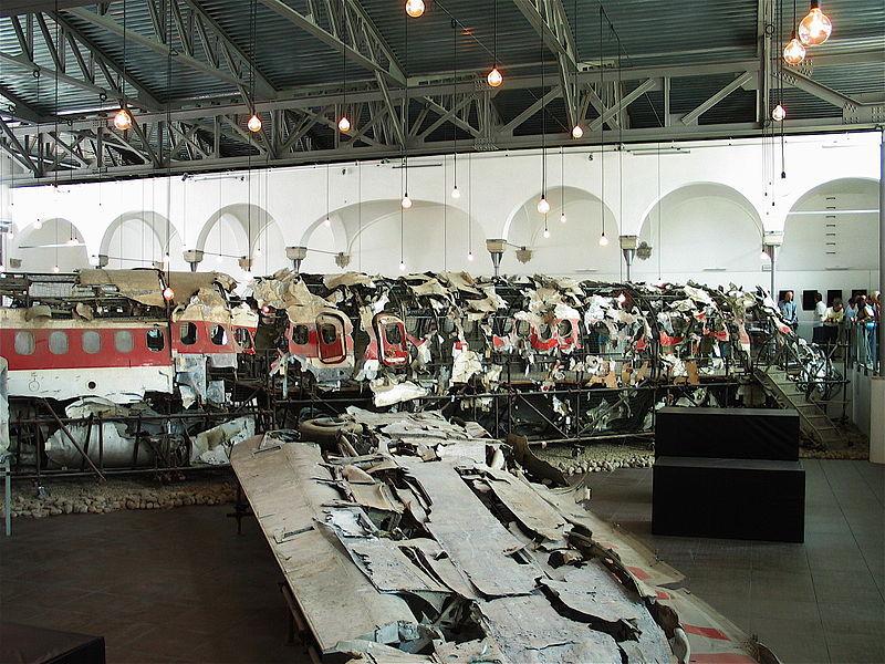 1983年9月1日,大韩KAL 007在库页岛附近被一架苏15TM击中,据说是机组误操作飞入苏联领空,269名机上人员全部遇难。