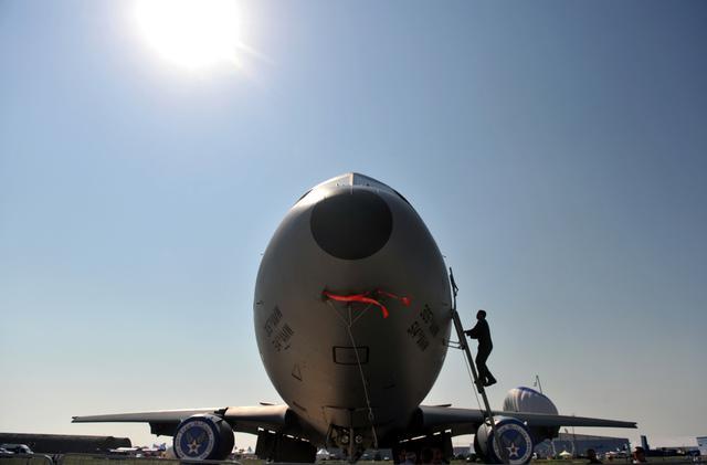 马航MH17航班被击落:为什么客机未能装备反导弹系统?