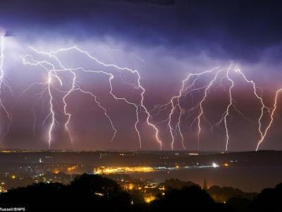 英国遭遇闪电袭城