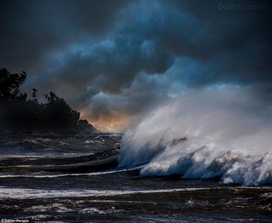 美国摄影师拍摄风起云涌巨浪滔天的震撼照片