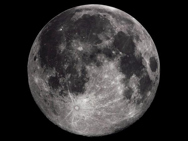 40亿年前至20亿年前的大规模火山活动使得月球质量的分布不再均匀