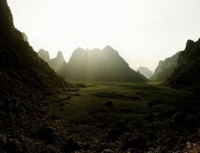 中国广西境内最新挖掘发现早期人类牙齿化石,其历史可追溯至7万-12.5万年前,这是早期现代人类迁徙至亚洲东部的可靠证据。