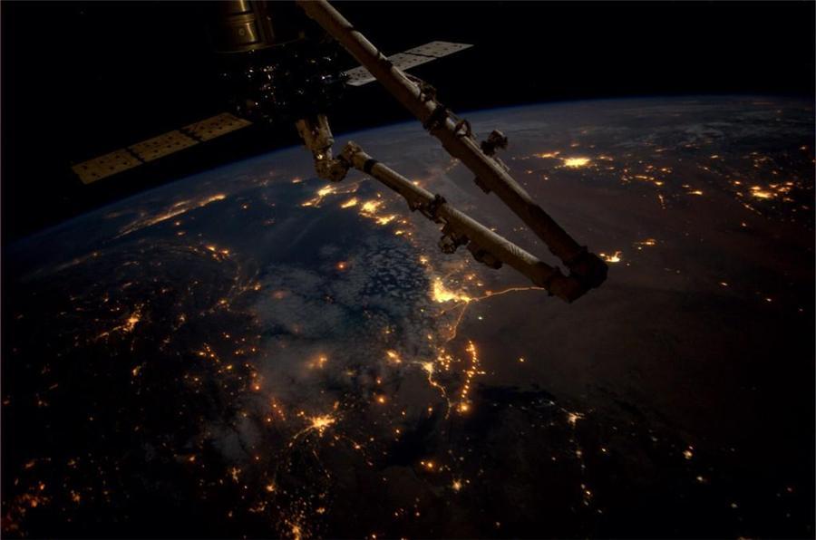 国际空间站美国宇航员里德·怀斯曼在推特上分享众多地球摄影照片