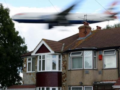 英国公认最喧闹的地方:伦敦豪恩斯洛区每天大量飞机低飞掠过