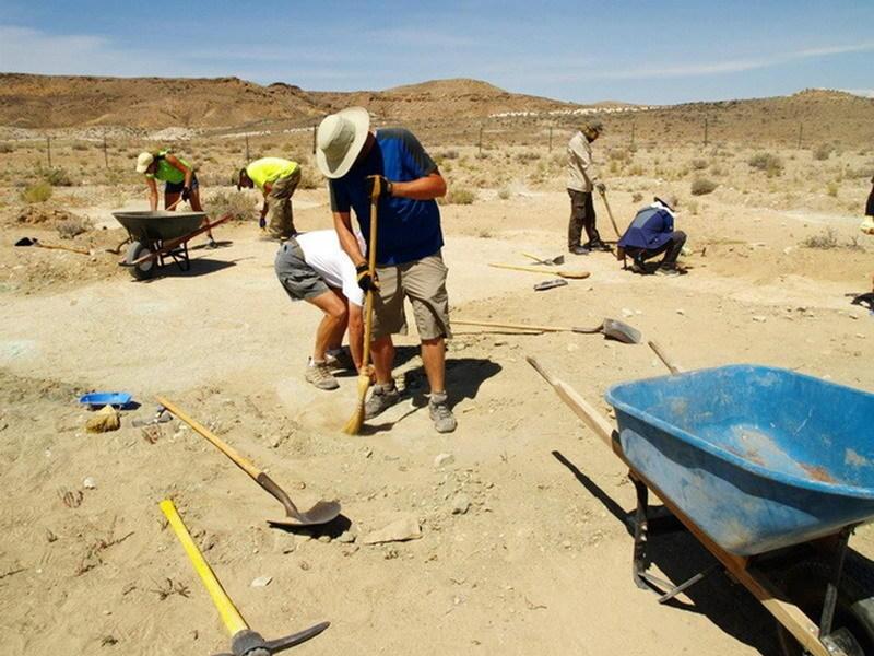 """美国犹他州1.12亿年前""""恐龙迪厅""""将向公众开放 保存10种恐龙留下的200多个足迹化石"""