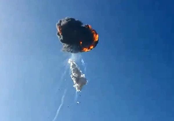 美国SpaceX私人火箭升空后爆炸